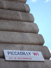 piccadilly circus street sign