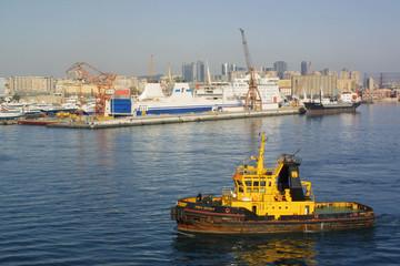 remorqueur au port