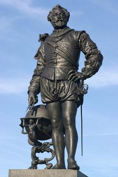 statue of sir. francis drake