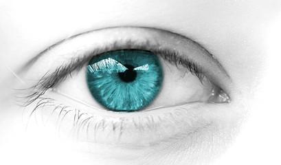 oeil bleu vert regard de femme heureuse