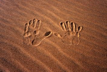hände im sand