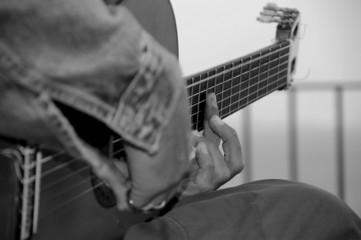 jouer de la guitare n & b