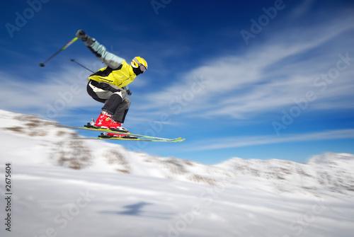 Лыжник прыжок горы небо  № 3308949  скачать