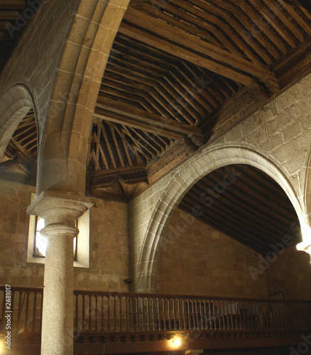 Interior iglesia rom nica de san segundo vila fotos de for Interior iglesia romanica