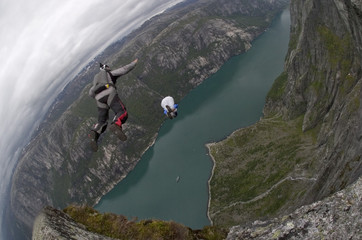 base jump in norway