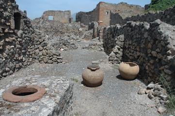 building ruins in pompeii, italy
