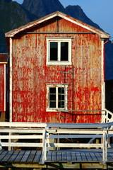 maison rustique sur pilotis