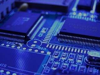 circuit intégré bleu