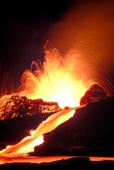 Deurstickers Vulkaan volcan en éruption