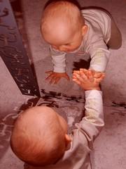 baby im spiegel
