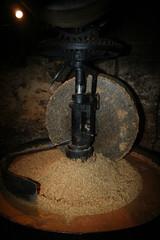 Spoed Fotobehang Molens presse à huile de noix