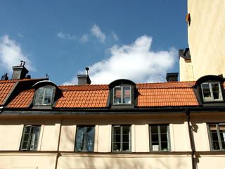 nuvole e vecchie finestre