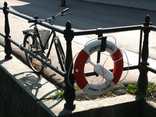 bicicletta e salvagente