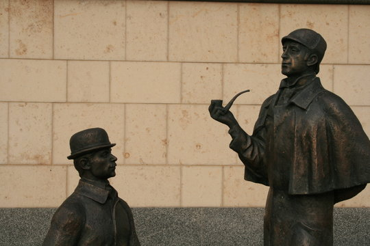 monument of sherlock holmes and dr.watson