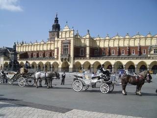 Foto op Canvas Krakau hauptmarkt rynek in krakau mit pferdekutschen