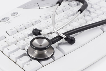 stethoskop auf tastatur