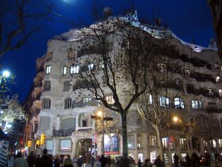 casa milà bei nacht
