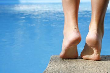 pies y piscina