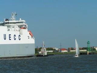 segler und das große schiff