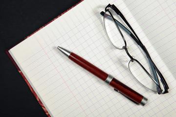cahier ecriture et lunettte