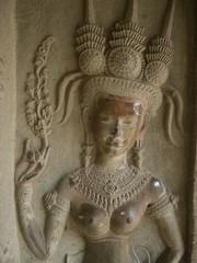 Apsara sculptée a Angkor