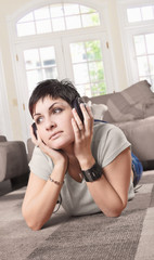 women listen music