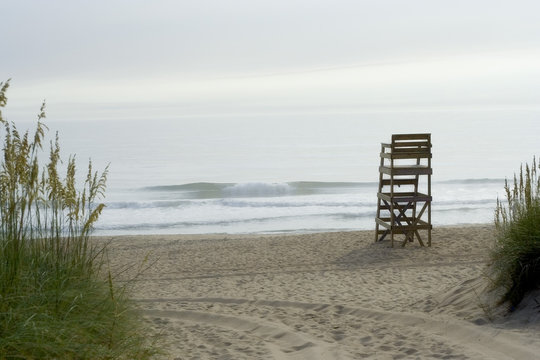 lifeguard stand and waves