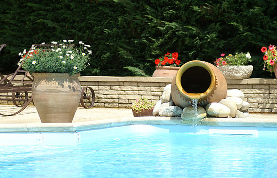 cruche et piscine