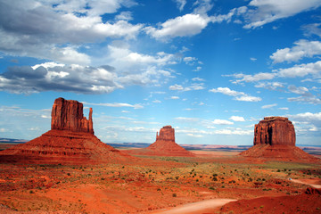 Photo sur Toile Brique The mittens of monument valley