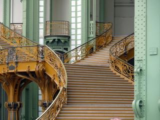 escalier intérieur du grand palais, paris