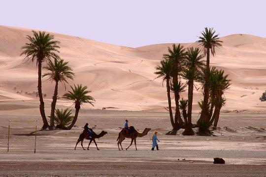 Morocco, Erg Chebbi, going around ....
