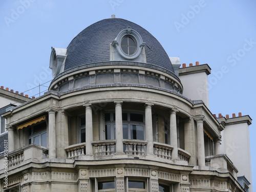balcon en pierre avec colonnes sous toit en d me paris photo libre de droits sur la banque d. Black Bedroom Furniture Sets. Home Design Ideas