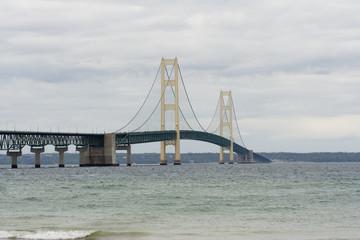 Fototapete - Mackinaw (Mackinac)  bridge on a cloudy day in  Michigan