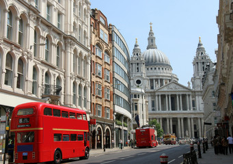 Fotorollo London roten bus Fleet Street and St. Paul's Cathedral