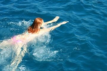 Girl  bathe in the sea
