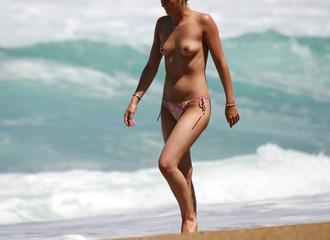 femme au sein nus