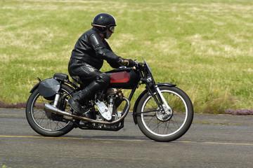 course de motos anciennes