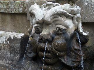 Caprarola, Villa Farnese, Brunnenfigur mit Wasser