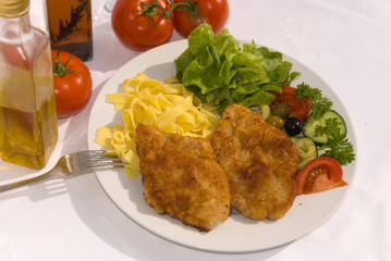 Paniertes-Wiener Schnitzel mit Salat und Nudeln - 9 -