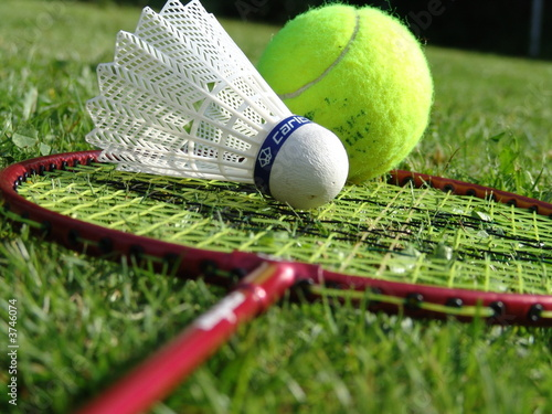 badminton vs tennis Badminton vs tennis sports are considered to be an extremely important part of our lives today, they are essential to our health, entertainment and relaxation.