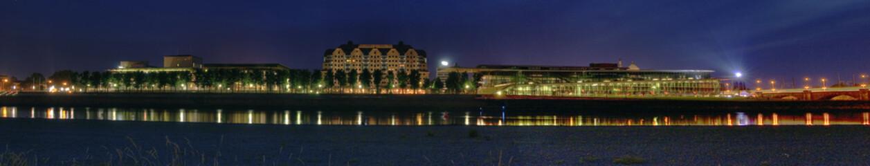 Panorama Elbterassenufer mit Maritim-Hotel und Kongresszentrum
