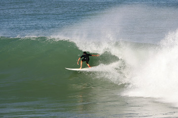 surfeur dans le tube