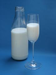 milch sektglas flasche