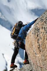 Alpiniste en escalade