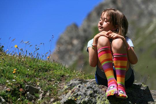 Enfant  en chaussettes