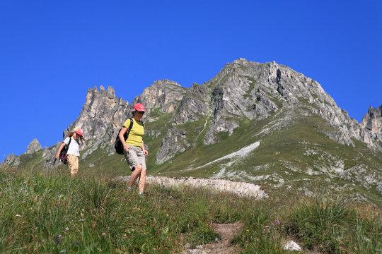 Randonnee mere et fille en montagne