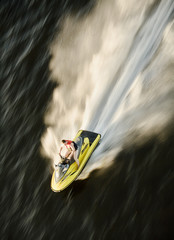 Fotorollo Motorisierter Wassersport waverunner on the speed