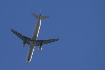 Avión aterrizando. Fototapete