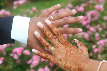 mariage alliance mains avec henn. Black Bedroom Furniture Sets. Home Design Ideas