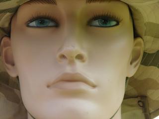 face manequin in hat